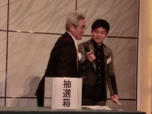 13-7抽選会5-竹口名誉会長