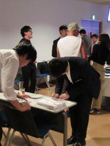 24-手作りの名刺作成に大忙し(2)
